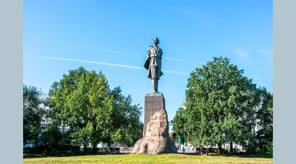 Памятник М. Горькому в Нижнем Новгороде