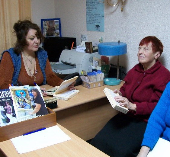 Обслуживание читателей на абонементе Автозаводского филиала библиотеки