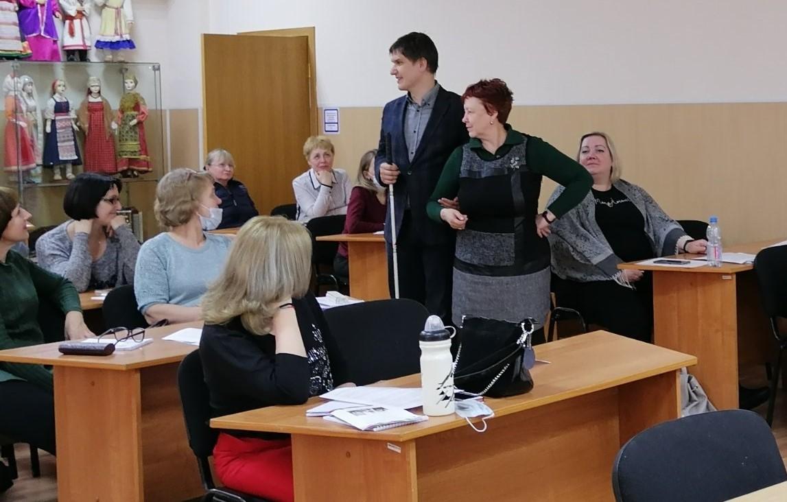 Вячеслав Царегородцев ведет тренинг для библиотекарей Нижегородской области